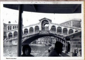 Rialto Bridge in Venice Italy_jpg